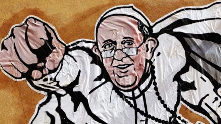 Ιταλία: Ο πάπας Φραγκίσκος... Σούπερμαν σε μπλουζάκια