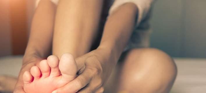 Νυχτερινές κράμπες στα πόδια: Ποιες είναι οι αιτίες που τις προκαλούν και πώς αντιμετωπίζονται