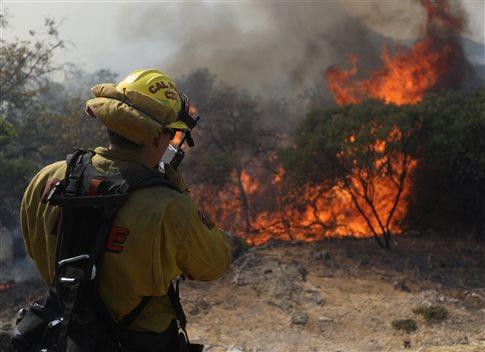 Αυξάνεται ο αριθμός των νεκρών από τις πυρκαγιές στην Καλιφόρνια