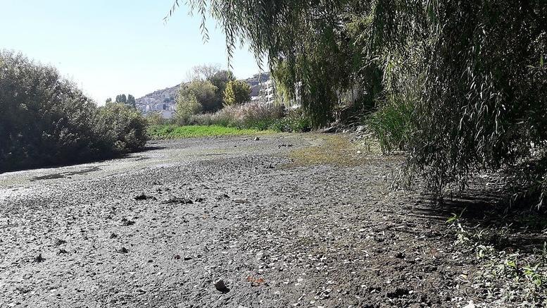 Μετά την Παμβώτιδα «στεγνώνει» και η λίμνη Καστοριάς [εικόνες]