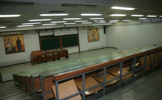 «Ντου» φοιτητών στο Αριστοτέλειο: Σε «ομηρία» μέλη της Συγκλήτου