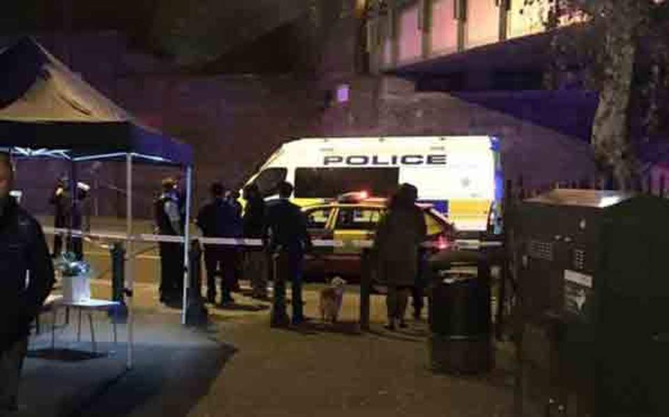 Ενας νεκρός και δύο τραυματίες σε επίθεση με μαχαίρι στο Λονδίνο
