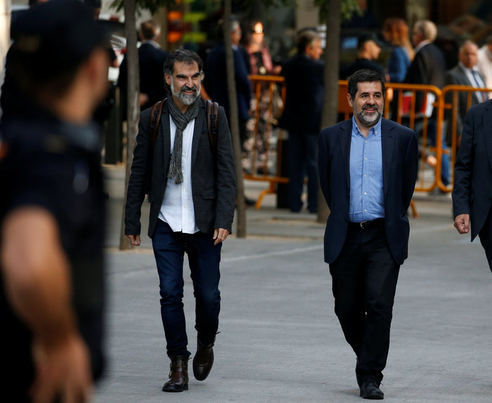 Στη φυλακή οι ηγέτες των αυτονομιστών στην Καταλονία