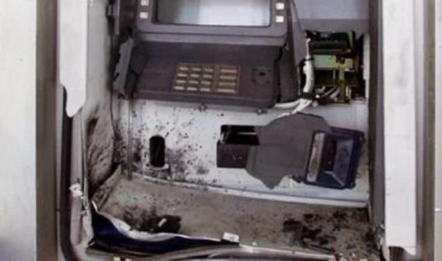 Εκρηξη σε ΑΤΜ στο Μαρτίνο: Με 47.000 ευρώ έφυγαν οι δράστες [εικόνες]