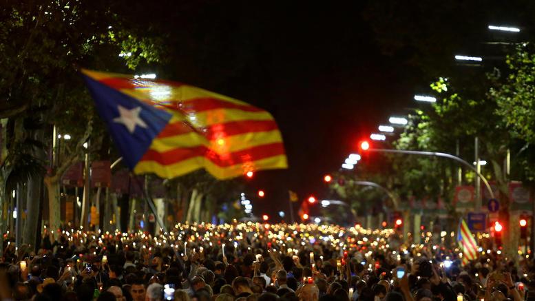 Μαζικές διαδηλώσεις στη Βαρκελώνη για τη σύλληψη των ηγετών των αυτονομιστών