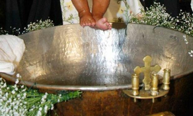 Iερέας σε αργία για μία βάφτιση στο Αχίλλειο Αλμυρού