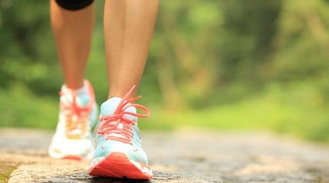 Δύο ώρες περπάτημα την εβδομάδα μειώνουν τον κίνδυνο πρόωρου θανάτου
