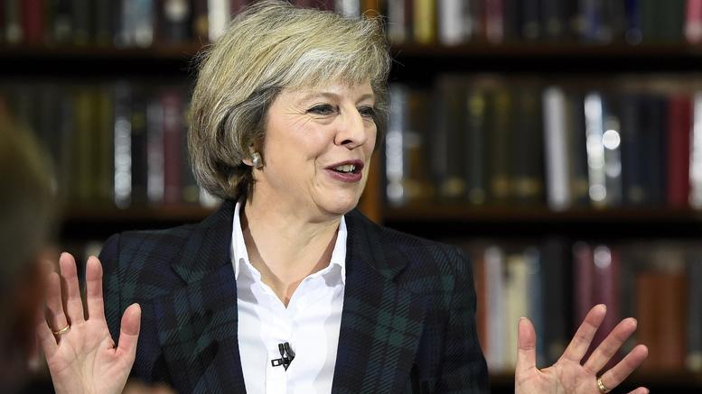 Η Μέι στους 70.000 Έλληνες της Βρετανίας: Μείνετε εδώ