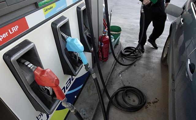 Ανοδική τιμή και στη βενζίνη