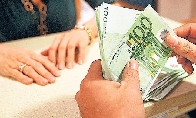 Ενστάσεις των δανειστών για τον «μποναμά» των 1.000 ευρώ
