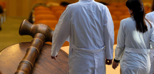 Διώξεις κατά τριών γιατρών για το θάνατο 55χρονης