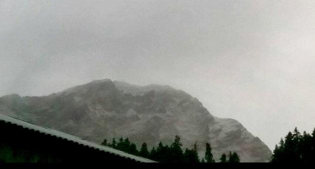 Χιονίζει στην Καλαμπάκα: Στα λευκά «ντύνεται» η Τριγγία [εικόνες]