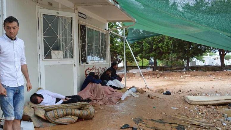 Εικόνες ντροπής με τις πρώτες βροχές στους προσφυγικούς καταυλισμούς του Β. Αιγαίου