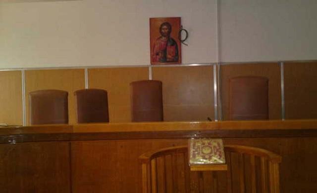 Δυόμισι χρόνια φυλακή σε Τυρναβίτη που έδερνε τη γυναίκα του