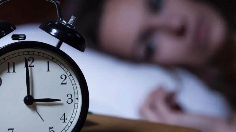 Η αλλαγή ώρας «παίζει» με τον ύπνο μας
