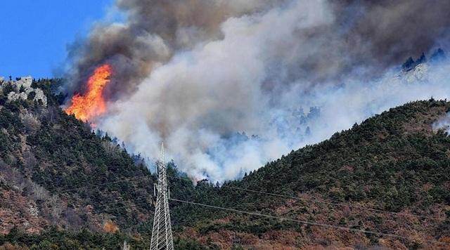 Ιταλία: Εγκαταλείπουν τα σπίτια τους εκατοντάδες πολίτες εξαιτίας πυρκαγιών