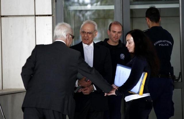 Όλοι ένοχοι στη δίκη για τις μίζες. Θα επιστρέψει στη φυλακή ο Ακης Τσοχατζόπουλος;
