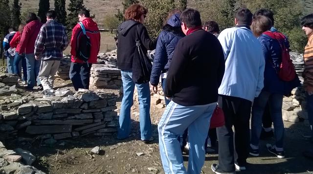 Επίσκεψη των Κέντρων ΑμεΑ Βόλου στον αρχαιολογικό χώρο Διμηνίου