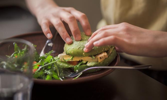Παγκόσμια Ημέρα Vegan Διατροφής: Τι πρέπει να ξέρετε για την αυστηρή χορτοφαγία