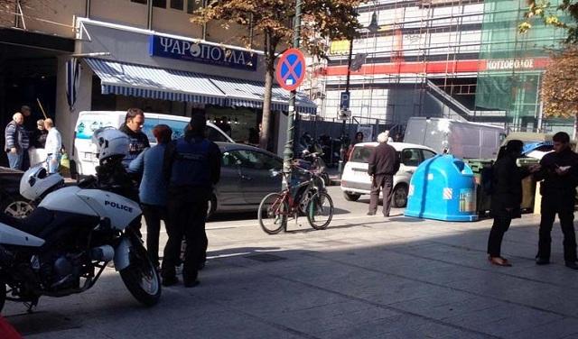 Καταδίωξαν και ακινητοποίησαν γυναίκα που έκλεψε ηλικιωμένο στο κέντρο της Λάρισας [εικόνες]