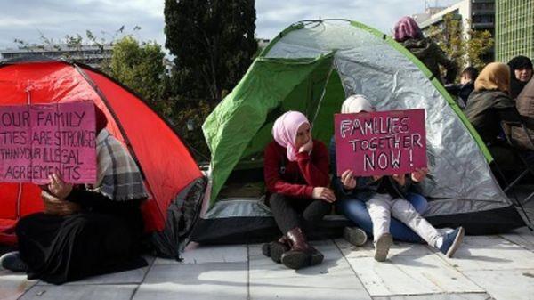 Πρόσφυγες, απεργοί πείνας κατασκήνωσαν στην πλατεία Συντάγματος
