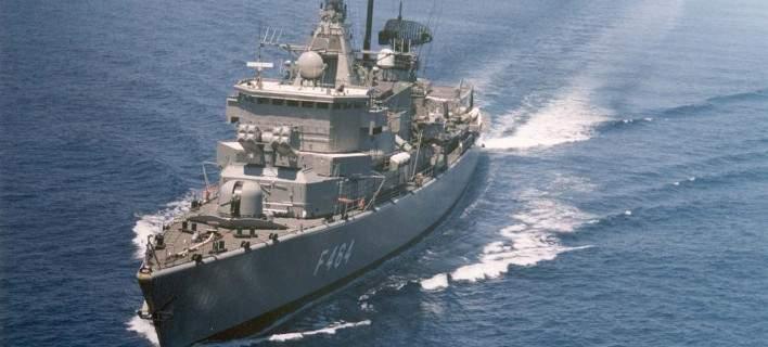 Η φρεγάτα «Κανάρης» του Πολεμικού Ναυτικού προσάραξε στα αβαθή κοντά στην Ψυττάλεια