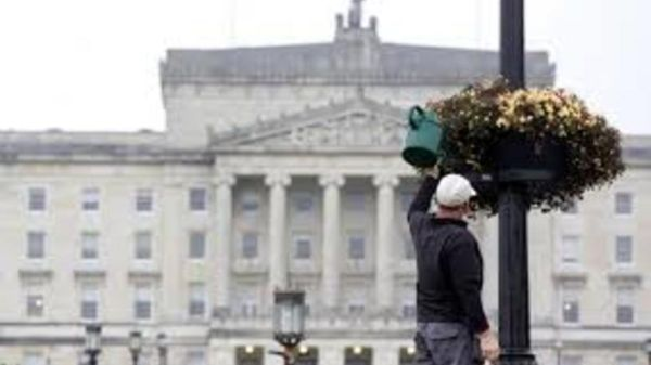 Σάλος στη Β.Ιρλανδία για τους μισθούς των αργόσχολων βουλευτών