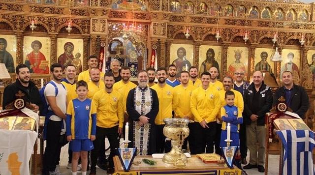 Έλληνας παπάς στο Λονδίνο έφτιαξε ομάδα ποδοσφαίρου [εικόνες]