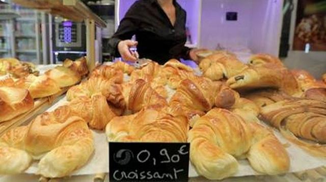 Κινητοποιήσεις έξω από σούπερ μάρκετ στη Γαλλία για τις ελλείψεις στο βούτυρο
