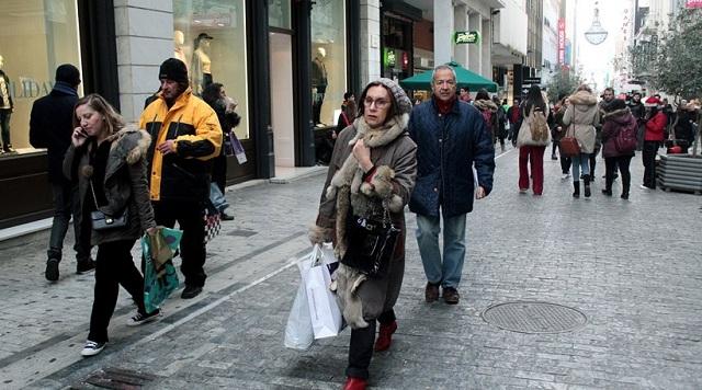 Ο πληθυσμός της Ελλάδας γερνάει και συρρικνώνεται δραματικά