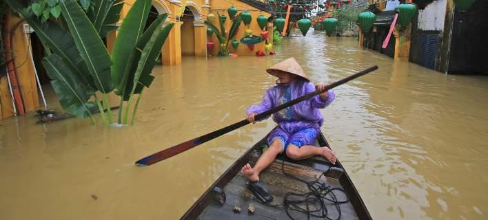 Ο τυφώνας Ντάμφρεϊ «σάρωσε» το Βιετνάμ. Πάνω από 49 οι νεκροί [εικόνες-βίντεο]