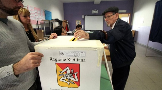 Ο Σίλβιο Μπερλουσκόνι επιστρέφει στην πολιτική μέσω Σικελίας
