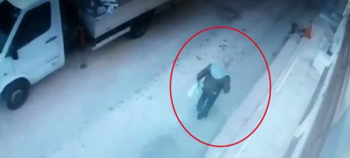 Καρέ-καρέ η σύλληψη του δολοφόνου της Δώρας. Την σκότωσε για 25 ευρώ [εικόνες-βίντεο]