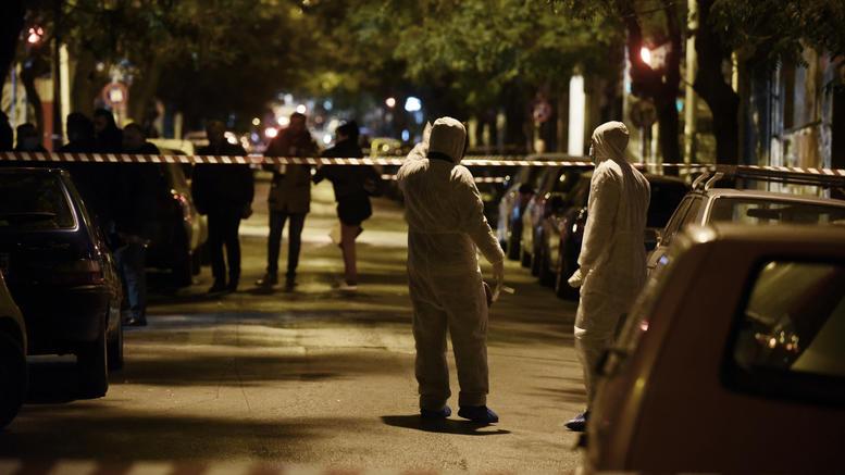 Επίθεση στο ΠΑΣΟΚ: Τα δύο άτομα που ψάχνει η ΕΛΑΣ