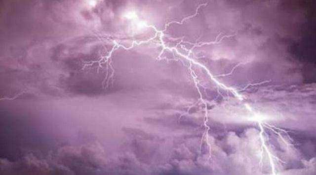 Έντονες βροχοπτώσεις στη Δυτική Ελλάδα. Κεραυνός προκάλεσε πυρκαγιά στην Πάτρα