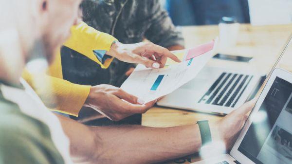 Το 73% των επιχειρήσεων εξοφλούν τις υποχρεώσεις τους με καθυστερήσεις