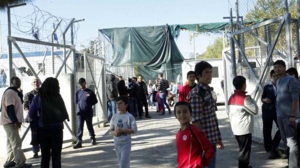 DW: Αθλιες οι συνθήκες διαβίωσης στους καταυλισμούς της Σάμου