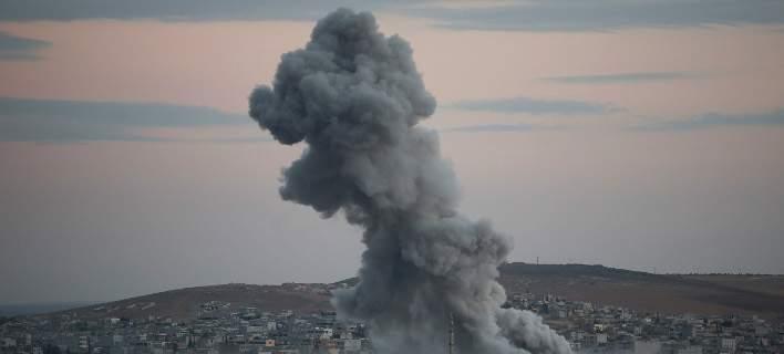 Πάνω από 50 άμαχοι νεκροί σε βομβαρδισμούς στη Συρία. Ανάμεσά τους 20 παιδιά