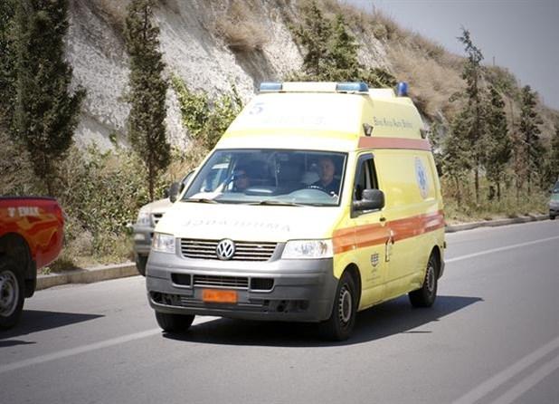 Τέσσερις τραυματίες σε τροχαίο έξω από τη Λάρισα