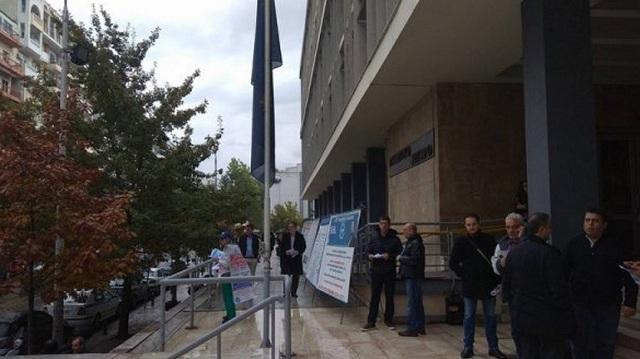 Έξω από τα δικαστήρια Θεσσαλονίκης υποστηρικτές του Α. Σώρρα
