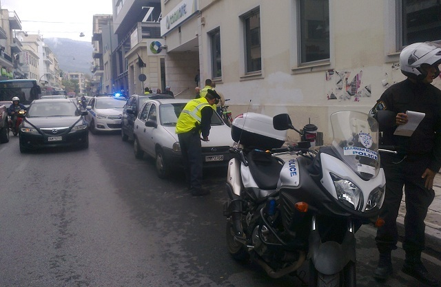 «Σάρωσε» πινακίδες για παράνομη στάθμευση η Τροχαία στο κέντρο