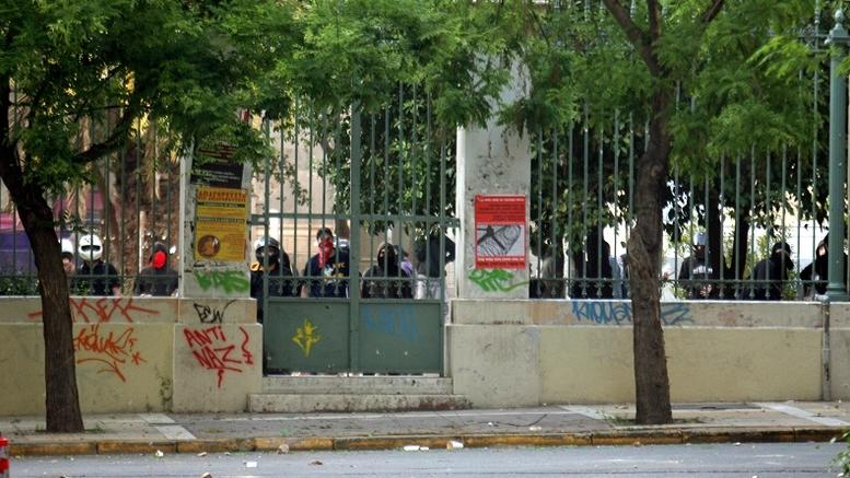 Αντιεξουσιαστές κατέλαβαν το Πολυτεχνείο. Τι φοβάται η ΕΛΑΣ