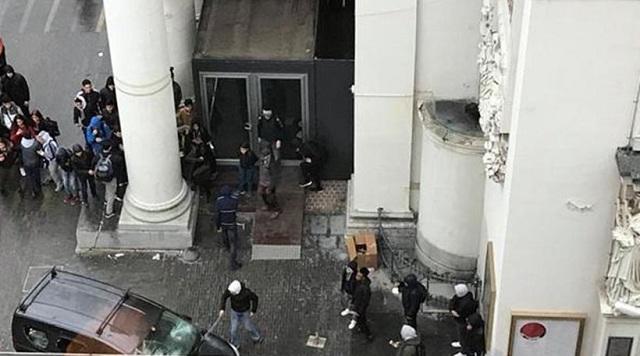 Άγριες συγκρούσεις και πετροπόλεμος στο κέντρο των Βρυξελλών [βίντεο]