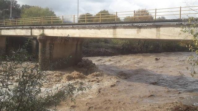 Χιλιάδες στρέμματα πλημμύρισαν από την υπερχείλιση του Πηνειού. Kινδύνεψαν χωριά [βίντεο]