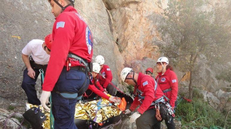 Σε εξέλιξη επιχείρηση μεταφοράς ορειβάτη στον Όλυμπο