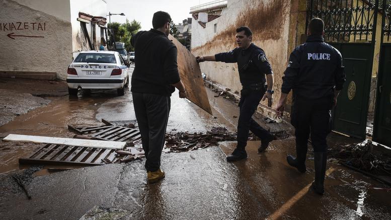 Οργιο πλιάτσικου και κλοπών σε Μάνδρα και Ν. Πέραμο, συνέλαβαν 13 άτομα