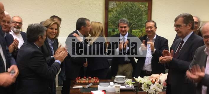 Τα γενέθλια της Φώφης Γεννηματά στη Βουλή: Το πάρτι-έκπληξη και ο Θεοδωράκης [εικόνες]