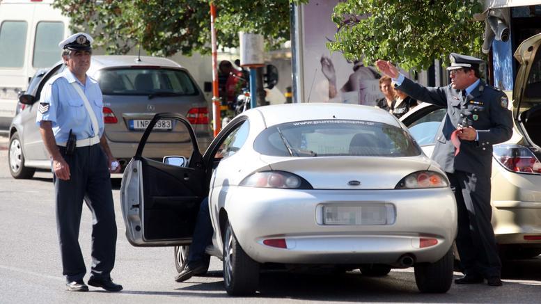 Οδηγός χτύπησε με παγοκόφτη δυο αστυνομικούς