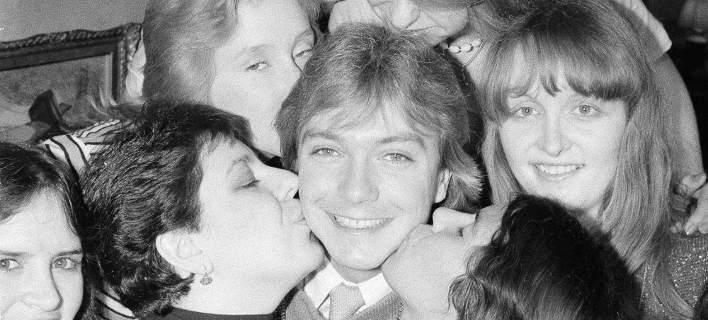 Πέθανε ο ηθοποιός και τραγουδιστής Ντέιβιντ Κάσιντι, το ίνδαλμα των 70s [εικόνες-βίντεο]