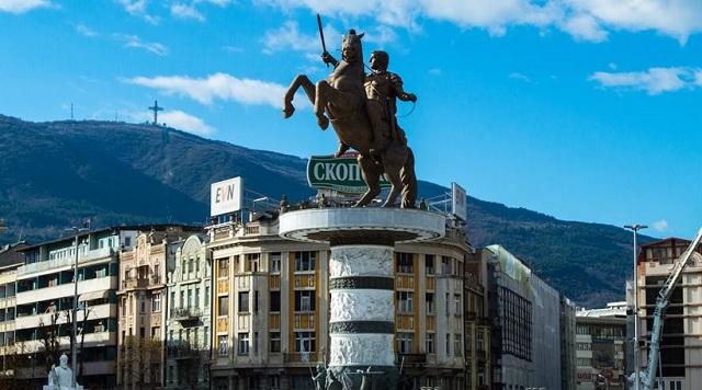 Σκόπια: Ετοιμοι να βγάλουν τα αρχαιοελληνικά αγάλματα και να μετονομάσουν το αεροδρόμιο